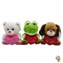 Perro rana y oso de peluche con corazón